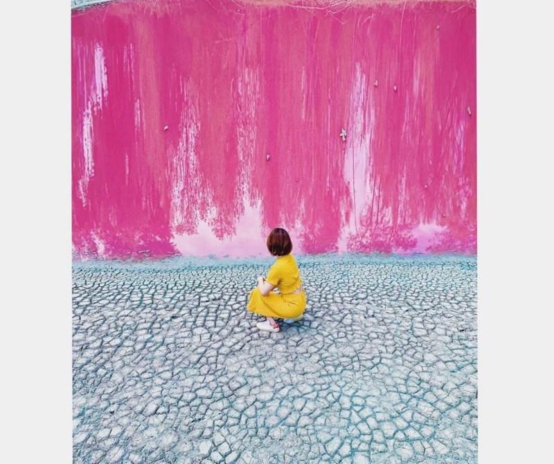 偽出國再添新景點!金門粉紅湖如上帝調色盤,唯美又夢幻