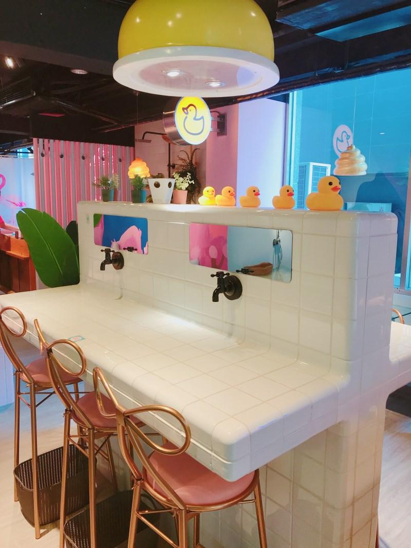 台中IG人氣打卡餐廳,把馬桶直接端上桌!便所升級2.0啦